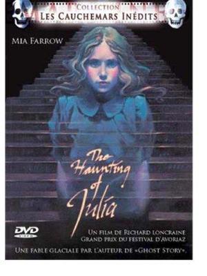 ジュリア・幽霊と遊ぶ女